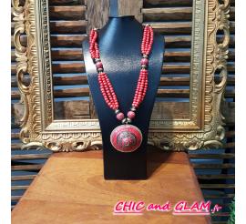 Sautoir perles medaillon rouge